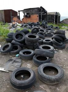 Выброшенные старые шины